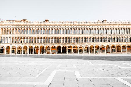 vecchie: Venice, Italy - May 18, 2016: Procuratie building facade on San Marco square in Venice