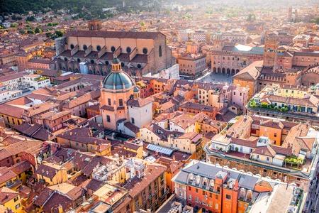 Luchtfoto stadslandschap uitzicht vanaf de toren op Bologna oude stad in Italië Stockfoto