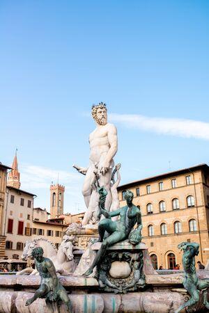 neptuno: Fountain of Neptune on Signoria square in Florence old town in Italy Foto de archivo