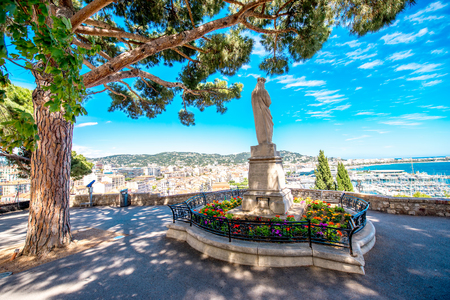 Beautiful park with cityscape view on Cannes city on the french riviera Foto de archivo - 127823225