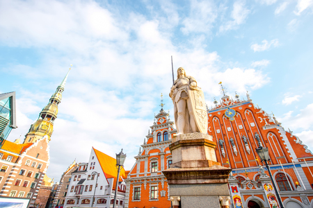 View on the central square with famous houses of Blackheads and Rolands statue in Riga city, Latvia Фото со стока