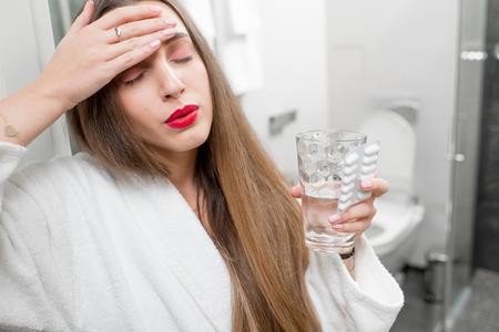 gastritis: Woman with headache