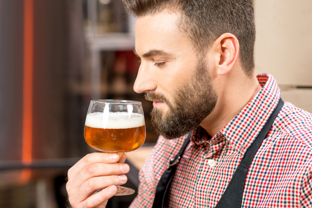 the brewer: Brewer expertising beer