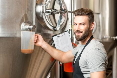 jarra de cerveza: Cervecería en la fabricación