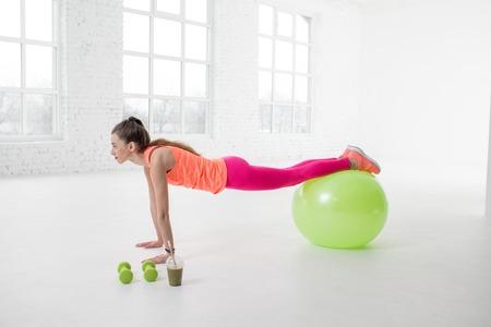 Woman doing fitness Stock Photo - 127823230