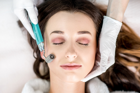 여자 얼굴 치료