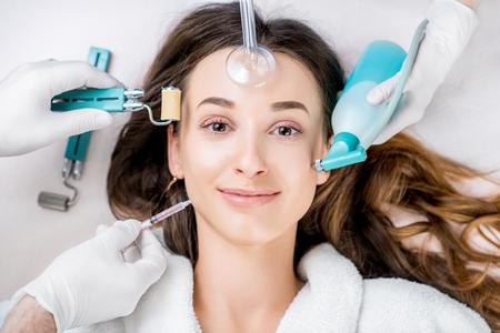 Womans facial treatment Foto de archivo