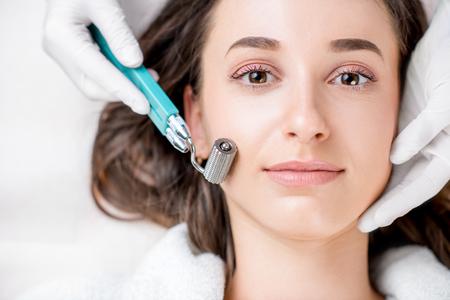 Womans Gesichtsbehandlung Standard-Bild - 74486684