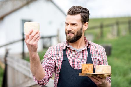 屋外のチーズ農家