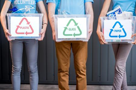 Containers met gesorteerd afval Stockfoto