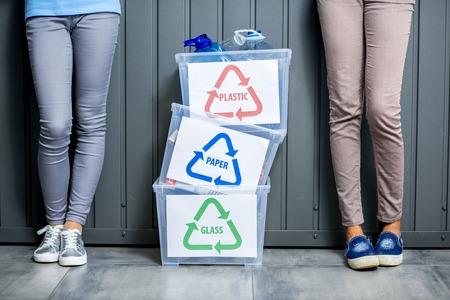 Conteneurs à déchets triés Banque d'images - 77910693