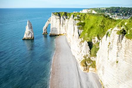 Vue de paysage sur la côte rocheuse à etretat Banque d'images - 80155386