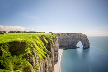 Vue de paysage sur le littoral rocheux d'Etretat Banque d'images - 80153650