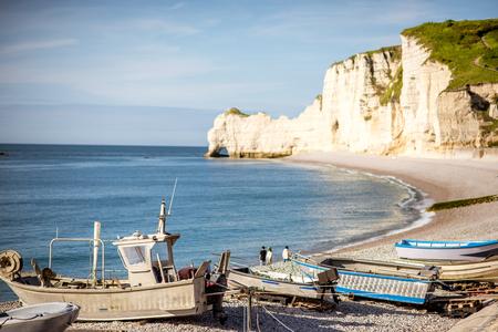 Vue de paysage sur la côte rocheuse à etretat Banque d'images - 80153658