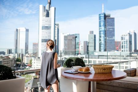 Zakenvrouw in Frankfurt Stockfoto