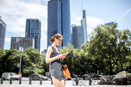 am: Businesswoman outdoors in the modern city
