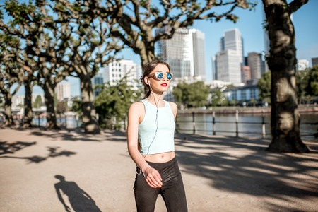am: Woman exercising in Frankfurt city
