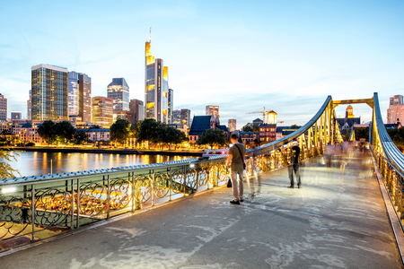 Night view on the illuminated cityscape in Frankfurt Imagens