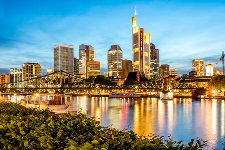 프랑크푸르트에서 조명 된 도시 야경 스톡 콘텐츠