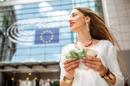 bruxelles: Woman with money near the parliament building in Brussel