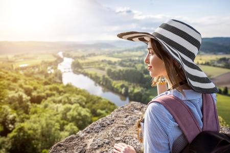 Frau reist in Frankreich