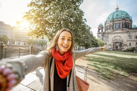 Femme voyageant à Berlin Banque d'images