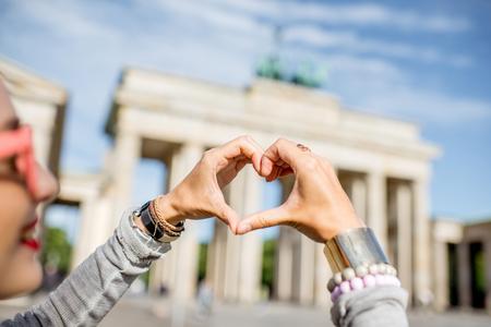 Vrouw reist in Berlijn Stockfoto