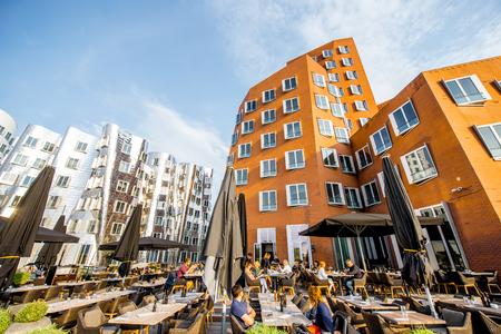 デュッセルドルフでの近代的な建物 報道画像