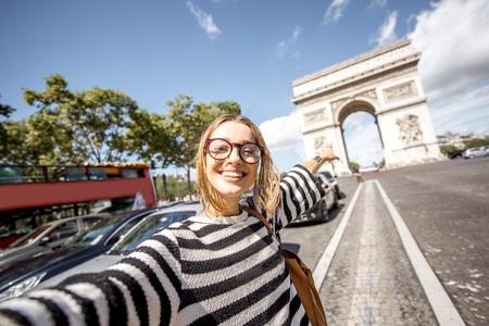 파리 여행 여자