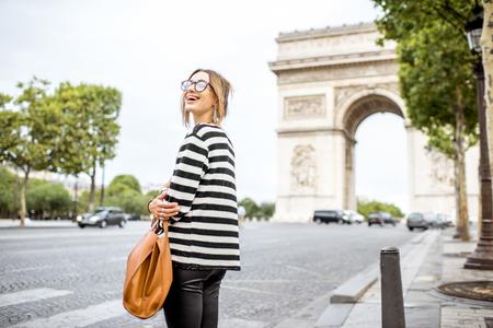 파리의 비즈니스 여성 스톡 콘텐츠