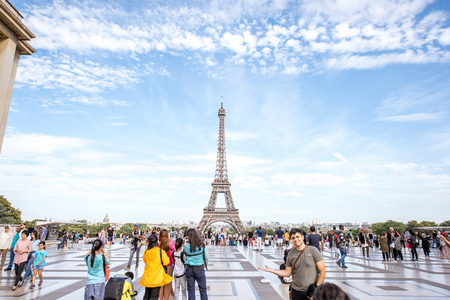 Trocadero place with Eiffel tower in Paris Stok Fotoğraf - 85150973