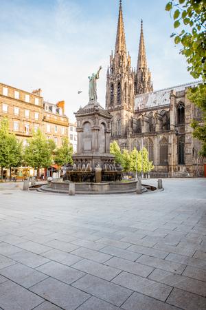 Clermont-Ferrand 도시의 대성당 스톡 콘텐츠
