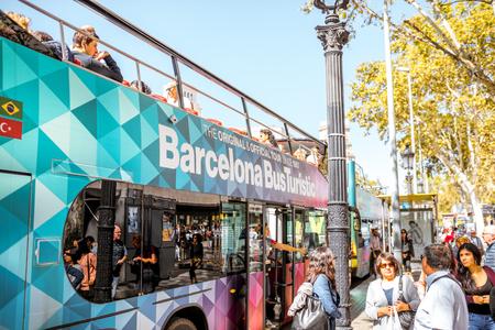 Tourist bus in Barcelona Reklamní fotografie - 87317234