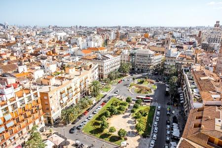 스페인에서 화창한 날 동안 발렌시아 시내에서 레이나 메인 광장으로 오래 된 마을에 상위 도시보기 스톡 콘텐츠 - 88757968