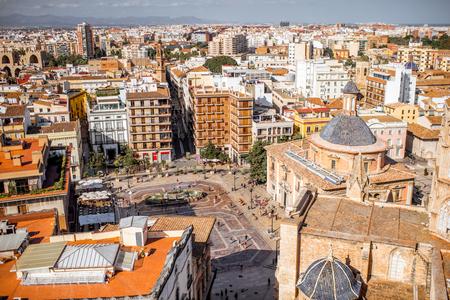 스페인에서 화창한 날 동안 발렌시아 도시에서 버림받은의 우리의 레이디의 성당와 오래 된 마을에 상위 도시보기