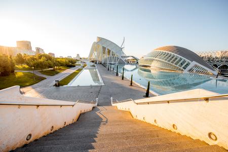 발렌시아, 스페인 - 2017 년 8 월 19 일 : 발렌시아의 산티아고 칼라 트라 바 (Santiago Calatrava)와 펠릭스 칸델라 (Felix Candela)가 설계 한 예술 및 과학 도시, 문 에디토리얼