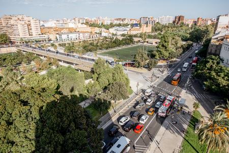 발렌시아, 스페인 -2011 년 8 월 18 일 : 주거 지구 및 스페인 발렌시아 도시에서 공원 serranos 타워에서 공중 풍경보기 스톡 콘텐츠 - 88661549