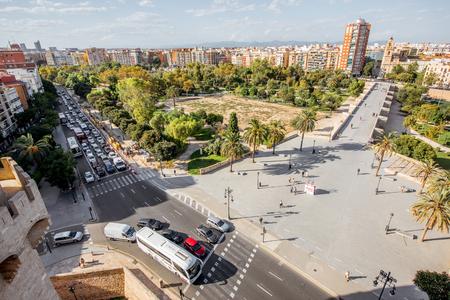 발렌시아, 스페인 -2011 년 8 월 18 일 : 주거 지구 및 스페인 발렌시아 도시에서 공원 serranos 타워에서 공중 풍경보기 스톡 콘텐츠 - 88661551