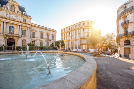 City view on Martyrs square with old buildings and fountain during the morning light in Montpellier city in southern France Stockfoto