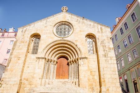 중앙 포르투갈에서 코임브라 cty에서 세인트 Tiago 교회에 외관보기 스톡 콘텐츠