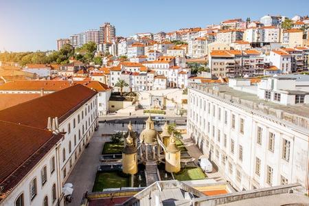 중앙 포르투갈에서 코임브라 도시에서 만화 정원으로 오래 된 마을에 상위 도시보기