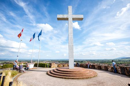 OBERNAI, FRANKREICH - 26. Juli 2017: Monument zum Malgre-Nous in Obernai-Stadt in Elsass-Region in Frankreich Standard-Bild - 89657819