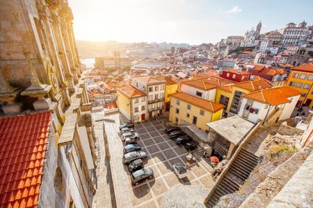 포르토 도시, 포르투갈에서 Igreja dos Grilos 교회 근처 광장에 최고 도시보기 스톡 콘텐츠