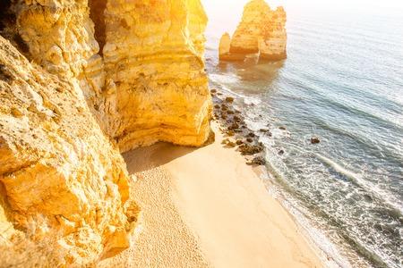 포르투갈 라고스 도시 근처 Ponta 다 Piedade에 아름 다운 모래 해변에서 상위 뷰