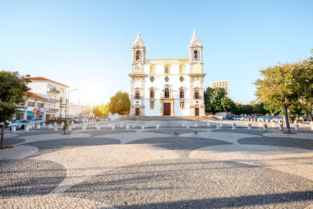 View on the facade of Carmo church in Faro city on the south of Portugal Foto de archivo - 91599922