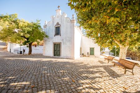 포르투갈의 남쪽에 일출 동안 화이트 하우스와 전형적인 마을 스톡 콘텐츠