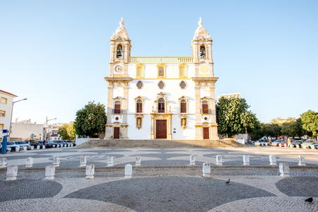 View on the facade of Carmo church in Faro city on the south of Portugal Foto de archivo - 90469447