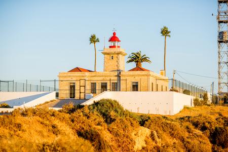 ポルトガル南部のポンタ・デ・ピエダーデの灯台の眺め