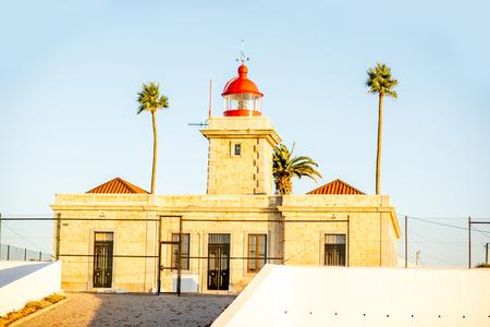 南ポルトガルのポンタ ・ ド ・ ピエダデの灯台上の表示します。 写真素材