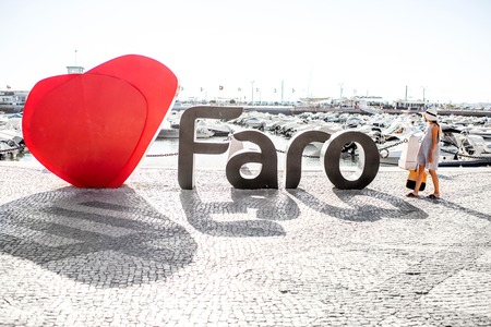 FARO, PORTUGAL - October 02, 2017: Big letters of the name of Faro city with heart shape on the promenade in Faro on the south of Portugal Редакционное